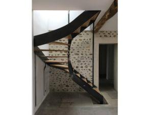 Escalier à marches balancées double quart tournant