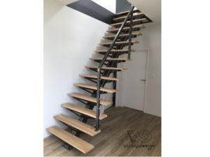 Escalier droit à limon central en acier et bois